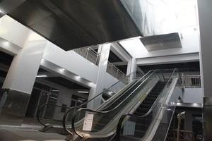 唐山市启新1889创意学问产业园两部室内扶梯.JPG